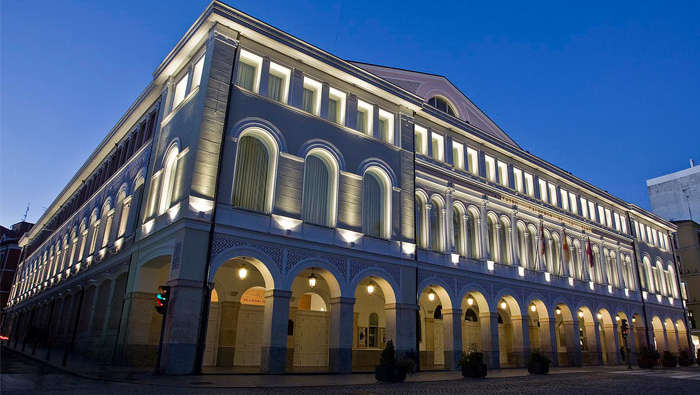 Landschapsverlichting van het Calderon-theater, Valladolid, door Philips Lighting