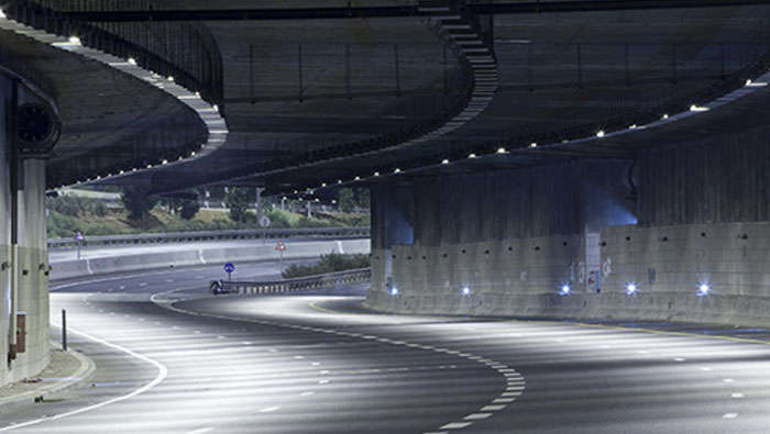Tunnel, goed verlicht door Philips Lighting