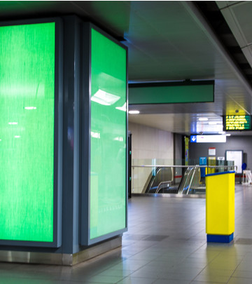 Luminous textile in het brusselse metrostation Kunst-Wet