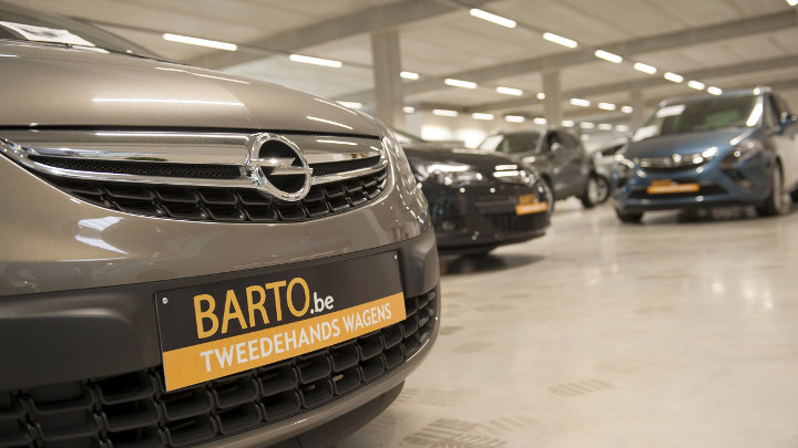 Accentverlichting in showroom Opel garage Barto